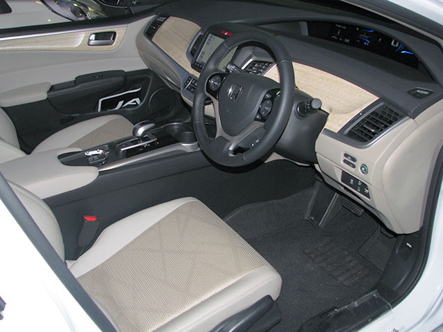 http://www.h-cars.co.jp/showroom/topics/images/150305_jade01.jpg