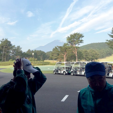 http://www.h-cars.co.jp/showroom/topics/images/151028_golf01.jpg