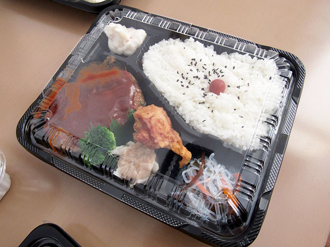初売りご報告と我々の昼食事情。