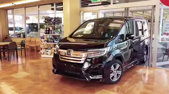 【動画】プレミアム決算も後半戦。展示車入れ替えの模様です!