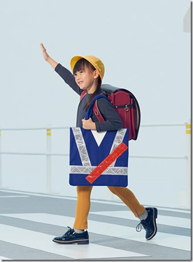 お子様の安全を願うトートバッグ。