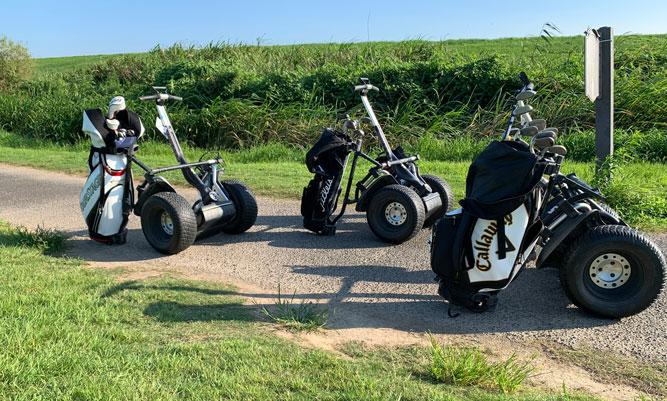 セグウェイでゴルフ。
